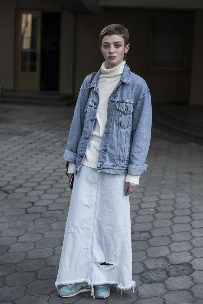 Длинная выстиранная юбка из денима с дырками
