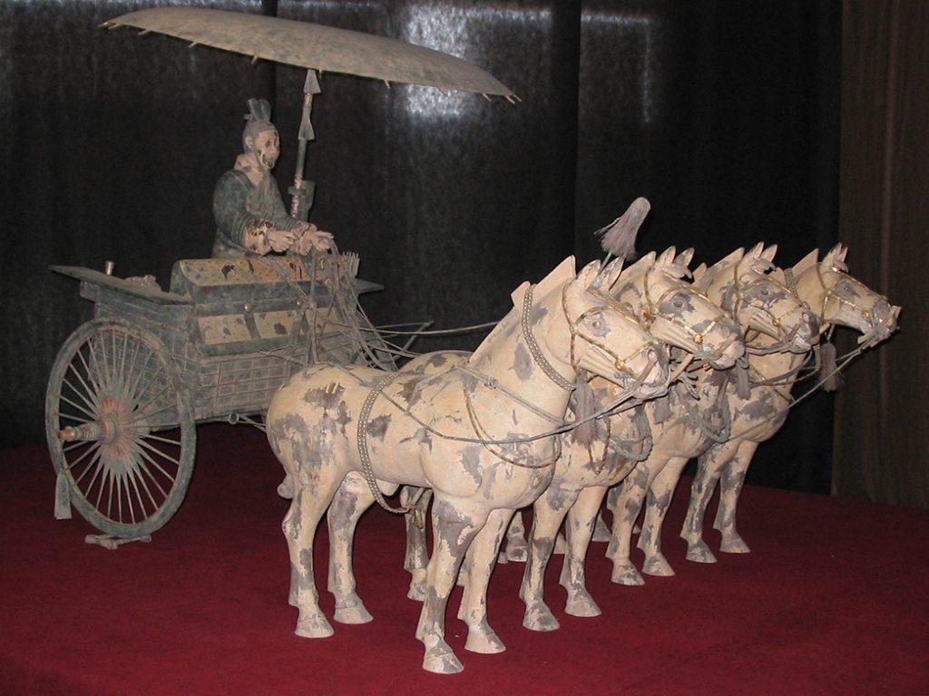 Терракотовая армия найдена в гробнице Цинь Шихуана, c. 210 г. до н.э. Фото с Википедии