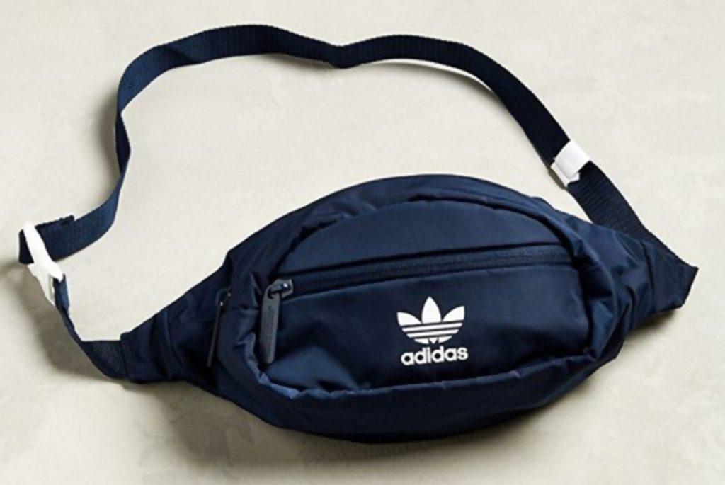 Adidas, естественно, тоже предлагает поясную сумку . Изображение через Urban Outfitters.