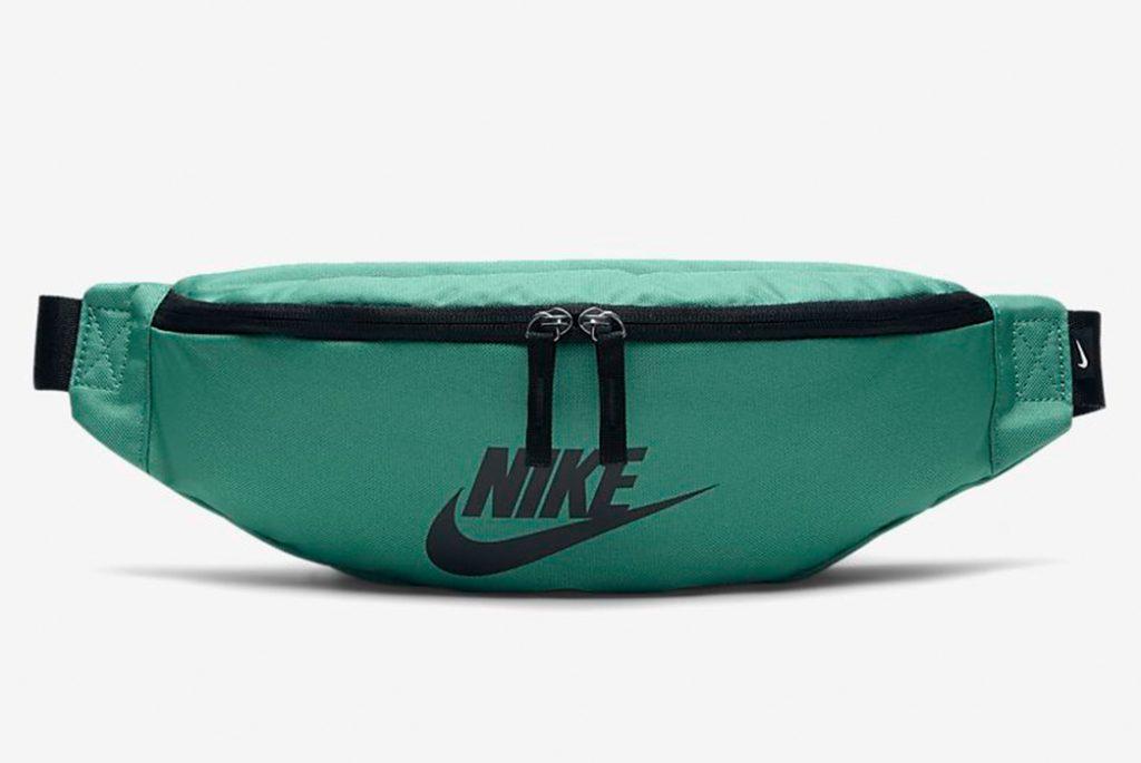 Поясная сумка от Nike. Изображение c Nike.