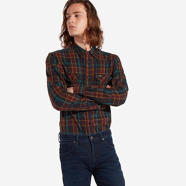 большинство мужчин выбирают именно рубашки Вранглер