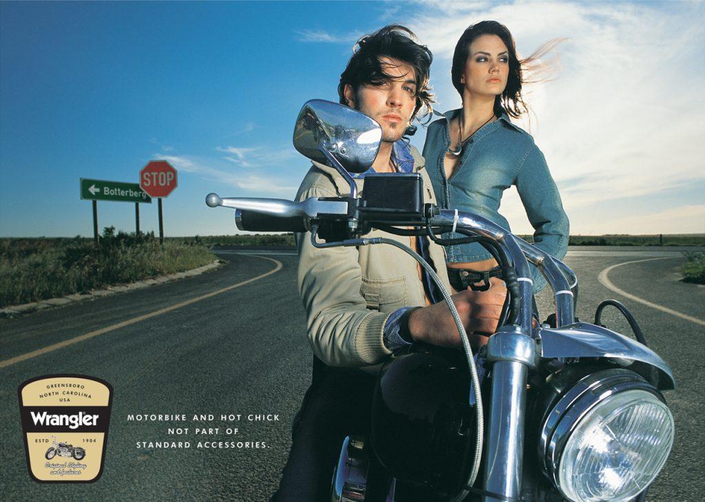 """Рекламная компания Wrangler """"Мотоцикл и горячая цыпочка"""""""