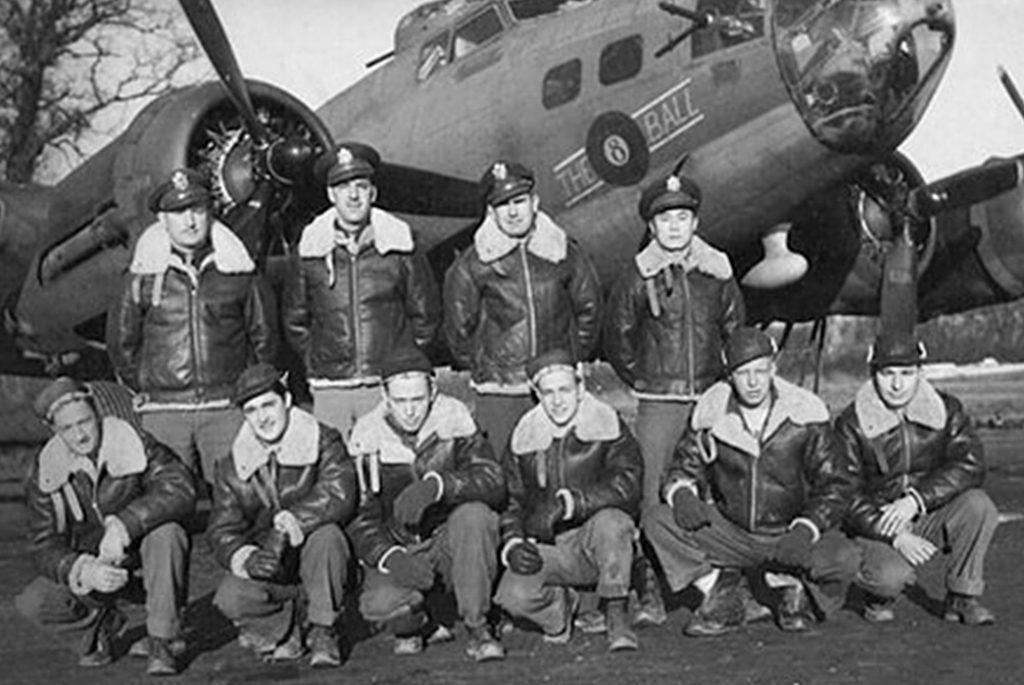 Пилоты в куртках B-3. Изображение с Overland.com