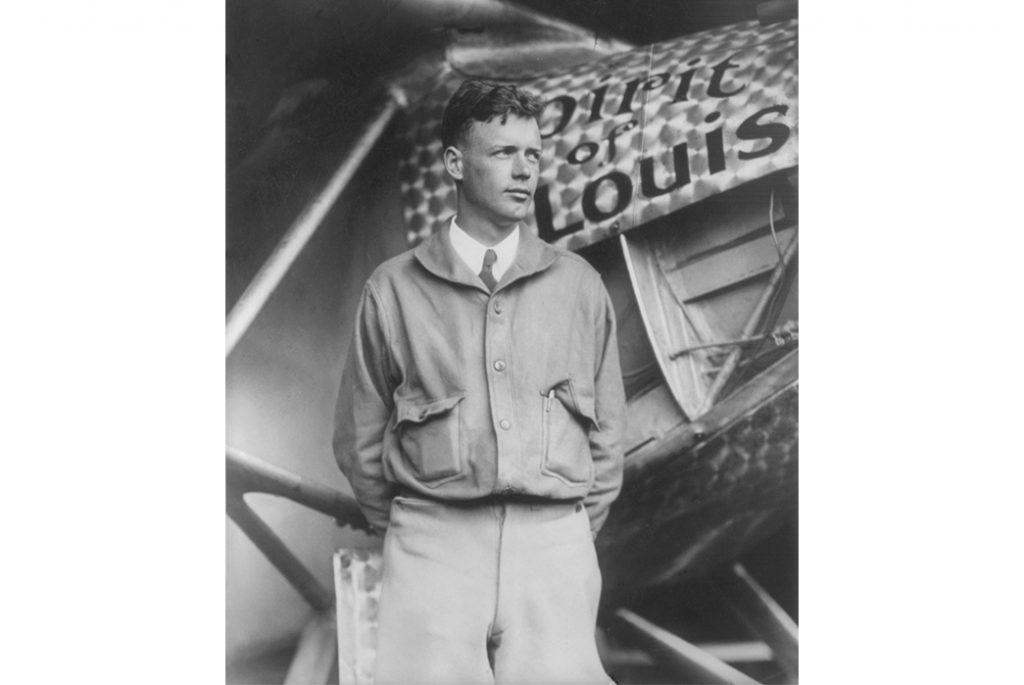 Чарльз Линдберг и его самолет Дух Святого Луи. Изображение с Библиотеки Конгресса США
