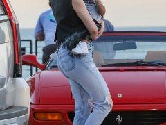 Кайли Дженнер носит винтажные джинсы Levi's