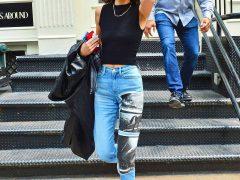 Кендалл Дженнер в джинсах Calvin Klein с газетным принтом