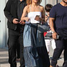 Дженнифер Лопес в лоскутной джинсовой юбке макси от Dior